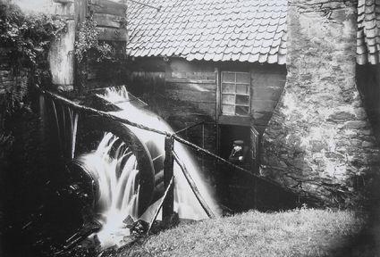 Kotten mit Wasserrad, aufgenommen um 1900