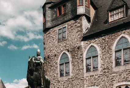 Reiterstatue Graf Adolf II von Berg auf Schloss Burg