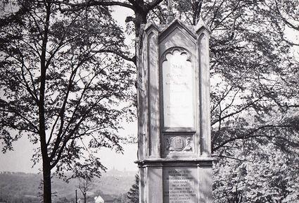 Das Adolf-Clarenbach-Denkmal in Lüttringhausen nahe der Ortschaft Buscherhof