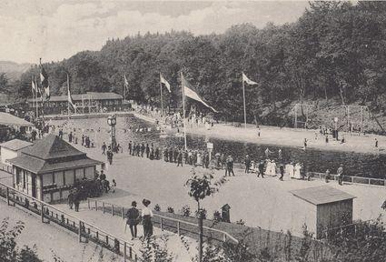Das Freibad Eschbachtal festlich geschmückt im Jahr seiner Eröffnung 1912